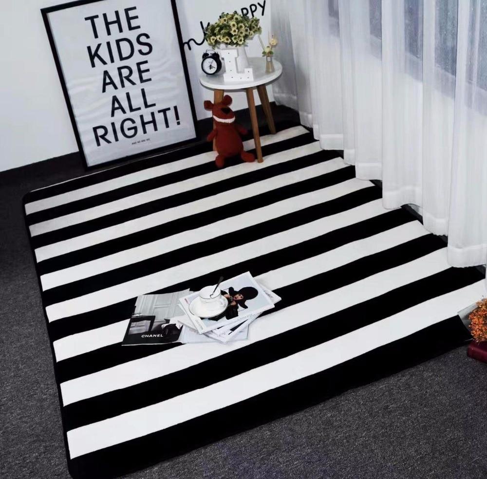 Tapis simples noir/blanc de rayures pour des tapis et des tapis de chambre à coucher à la maison de salon