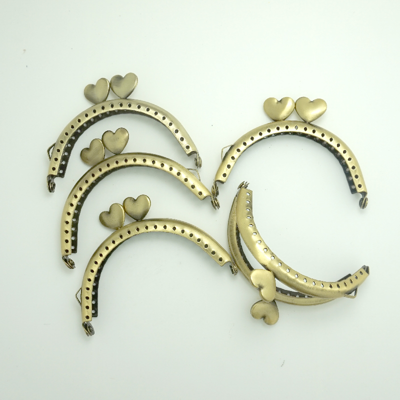 Free shipping 5pcs Antique Bronze Purse frame 8cm with heart for make a purse / bag With Sewing Holes And Side Loops