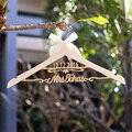 Пользовательские свадьбы вешалки/вешалка свадебное платье с именем и датой/Свадебный душ вешалка/Невесты подарок
