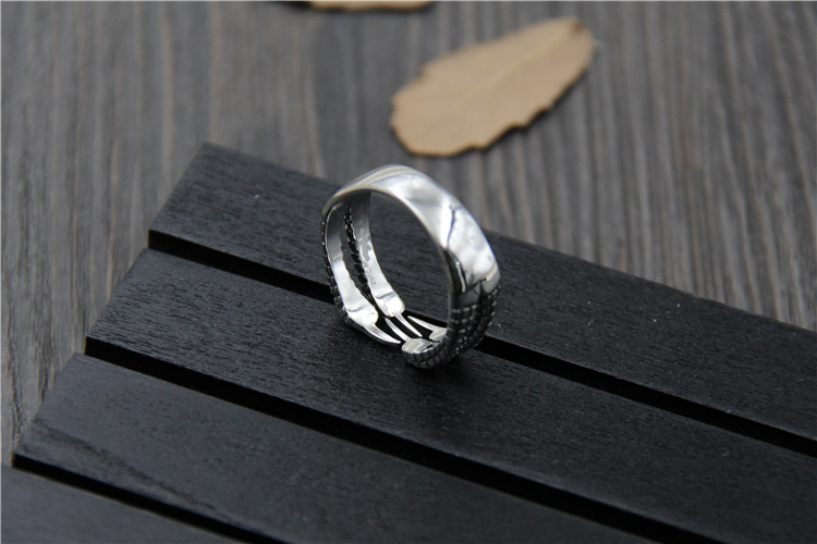 Uglyless Real S 925 Sterling Silver Men Cool Dragon Claw Rings Exaggerated Vintage Thai Silver Open Finger Ring Handmade Jewelry