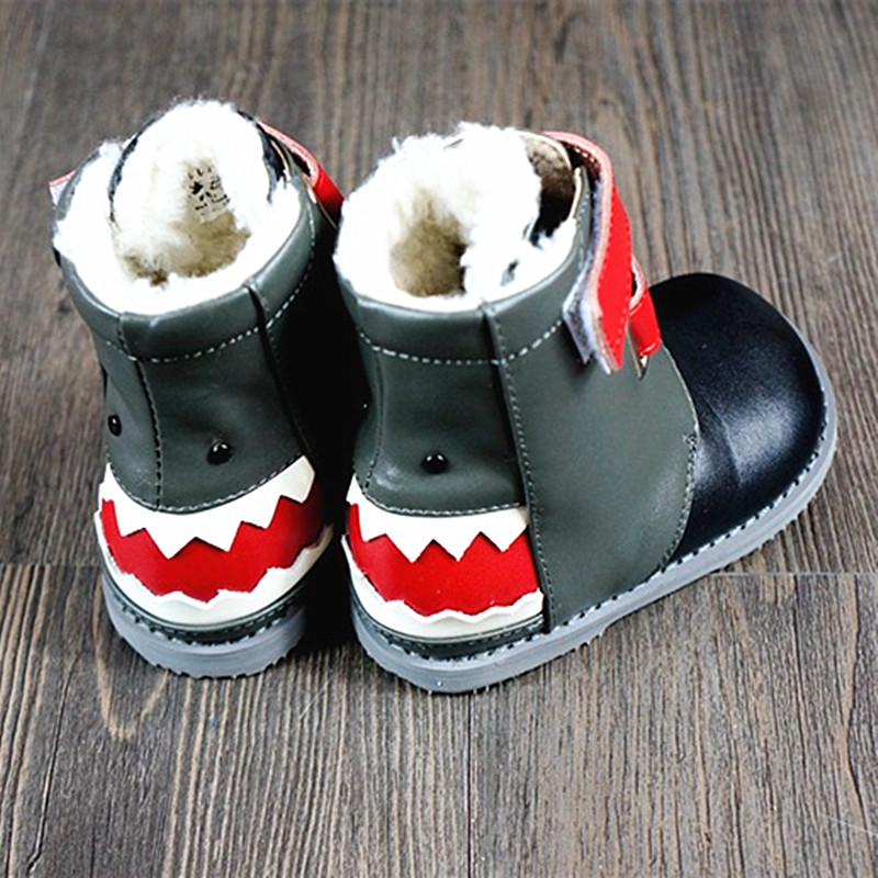 Genuine Leather Baby Moccasins With Fur Cartoon shark Baby shoes Baby boots for Winter First Walkers 13-18cm Free shipping top quality baby shoes genuine leather handmade baby moccasins lace up bebe newborn plaid baby boy first walkers
