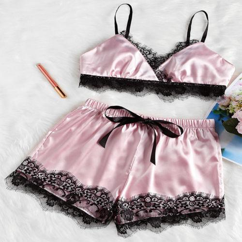 916044ac48 2 piezas señora Sexy satén encaje ropa de dormir Babydoll Lencería pijamas  conjunto Bra Shorts ropa Set en Conjuntos de pijamas de Ropa interior y ropa  de ...
