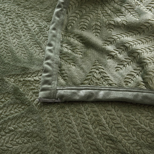 Image 4 - 300GSM Yumuşak Sıcak Yatak Katı Yaz Atmak Için Kabartmalı Flanel Battaniye Kış Yatak Örtüsü Mercan Polar Ekose Battaniye