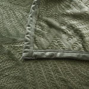 Image 4 - 300GSM لينة الدافئة تنقش الفانيلا البطانيات ل سرير الصلبة الصيف رمي الشتاء المفرش المرجانية الصوف منقوشة البطانيات