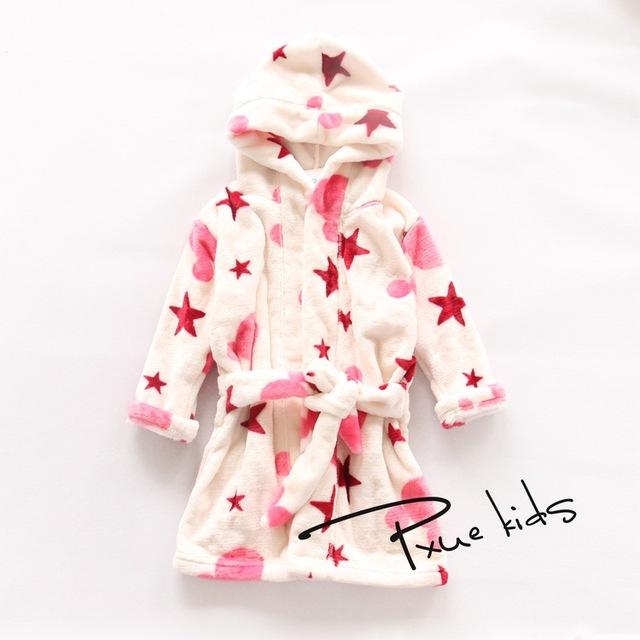 2015 Nuevo Bebé albornoz Niños niños Pijamas robe albornoz homewear del bebé muchachas de los muchachos encapuchados de dibujos animados toalla de playa de terciopelo Visón