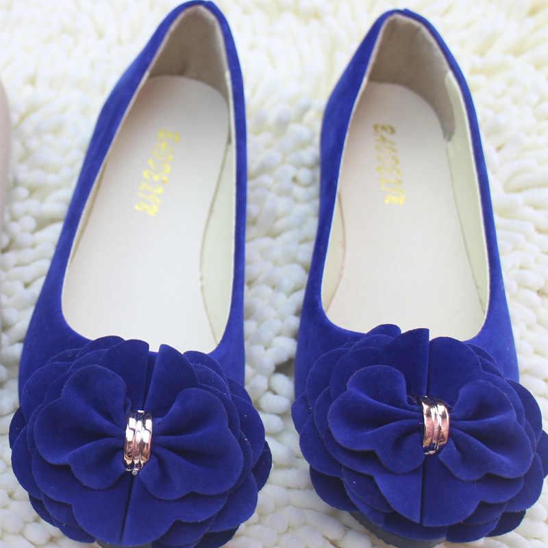 Сезон весна-лето; Женская однотонная повседневная обувь из флока с цветочным принтом; мягкие балетки без застежки с круглым носком на плоской подошве