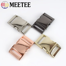 купить Meetee 2pcs Metal Curved Side Release Buckle for 25mm Webbing Strap Backpack Bag Luggage Hook Belt Buckle DIY Accessories AP518 по цене 545.8 рублей