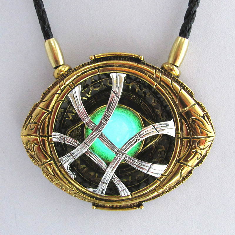 WANJIE SHIPIN 71mm*58mm Cosplay Doctor Strange Necklaces Christmas gift Alloy Agamotto Necklaces Luminous high quantity dr doctor strange bronze pendant eye of agamotto necklace cosplay props marvel dc movie