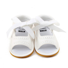 Delebao 2017 New Style Baby Girl Shoes White PU Leather Dot Lace Lace-up Rubber Sole Newborn Baby Sandals Wholesale