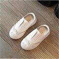 Meninos shoes crianças sneakers 2017 primavera estilo britânico de moda sólidos meninas único shoes macio respirável crescente shoes tamanho 21-30