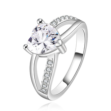 European and American Crystal Heart Diamond Ring for Women Fashion Style Zircon 925 Sterling Silver Jewelry Bezel Setting Trendy hot sale rhinestone bezel setting heart shape ring