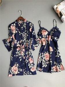 Image 2 - 新鮮な花サテンシルクセクシーなローブガウンセット女性バスローブ着物ドレッシングガウンレースシルクフラワー女性ローブスーツ