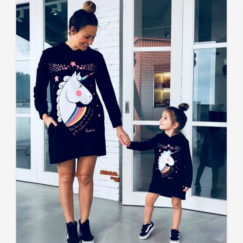 Madre Figlia Unicorn Stampa Felpe 2019 la Famiglia Inverno Corrispondenza Carino Vestiti Outwear Mamma E Figlia Vestiti Magliette e camicette Nero