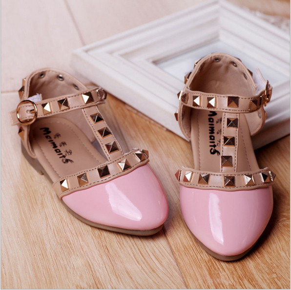 New Arrival! 2017 Spring Summer Girls One stap Studs Sandal Children Rivets T-Strap Shoes Patent Leather Red Pink White Black