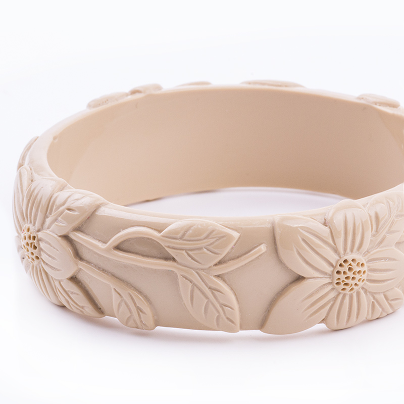 Vintage Resin Cuff Engraved Flowers Fashion Bracelets Bangles for Women New Acrylic Bracelet Female Simple Charm Party Jewelry (3)