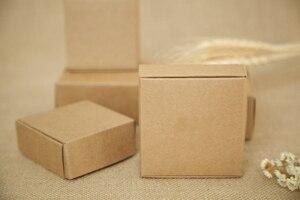 Image 1 - 500 cái 4*4*2 cm nâu kraft hộp giấy cho kẹo/thực phẩm/wedding/đồ trang sức hộp quà tặng bao bì display hộp diy vòng cổ/nhẫn lưu trữ
