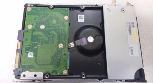 Hard drive 49Y1836 49Y1840 2.5 300GB 10K SAS 16MB one year warranty