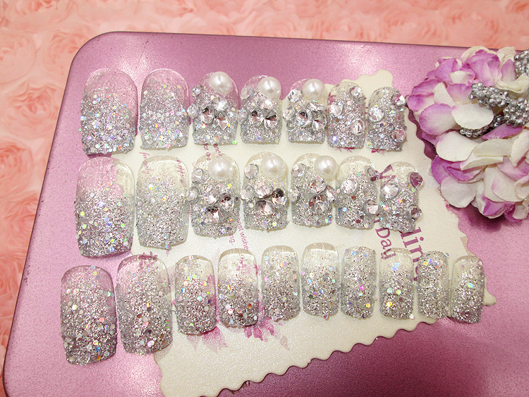 24PCS Fake nails Silver shining jewel The bride nail strips (Contains no glue)