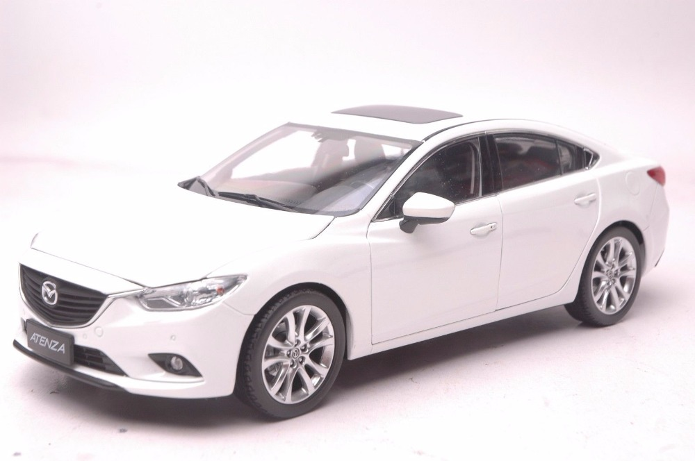 1:18 Diecast Model for Mazda 6 Atenza White Sedan Alloy Toy Car Miniature Collection Gift MX5 MX цена