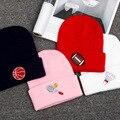 2016 Новый зима теплая бренд трикотажные шапки женщины мужчины спортивная шапка бадминтон футбол хип-хоп кепка шапочки skullies черный белый