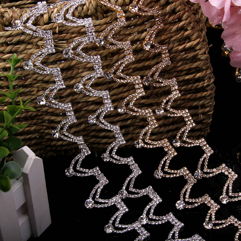 1 Yard 1.1 cm Heart Pendant Luxury Crystal Rhinestone Trims Chain Applique for Wedding Dress Bridal Wear Trimmings Sewing Crafts