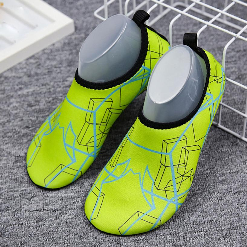 2018 summer shoes Women Outdoor Stretch Fabric Print Water Swim Socks Soft Beach Shoes 4.28