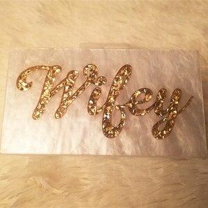 Image 1 - Personalizado nome da letra esposa pérola branco com ouro glitter acrílico bolsas senhora festa de viagem noite caixa acylic embraiagens bolsa