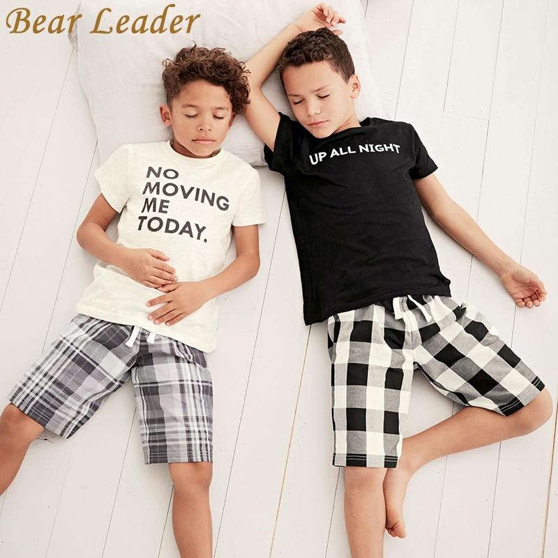 Veshje për djemtë e udhëheqësve të mbartur 2018 Vera e re popullore T-shirt me shkronja të bardha të zeza + pantallona të pllakave të pllakave Vendos shitje të nxehtë për fëmijë 3-7 vjeç