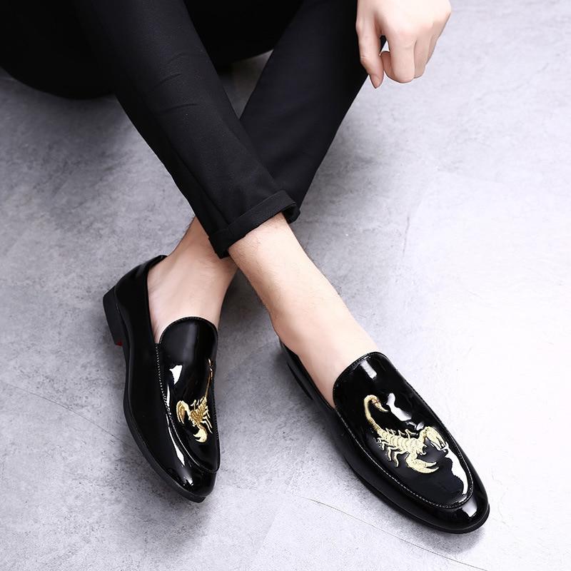 M-anxiu Nouveau Design Scorpion impression hommes en cuir chaussures Hommes D'affaires Mocassins Chaussures Bout Pointu De Mariage Lumineux Plat Chaussures