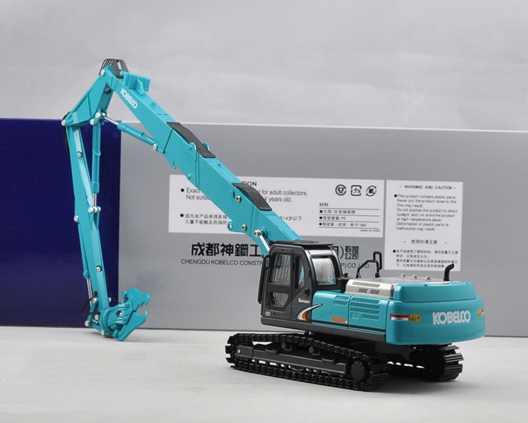 1:43 kobelco sk480 demolition long arm ecavator with cruscher toy