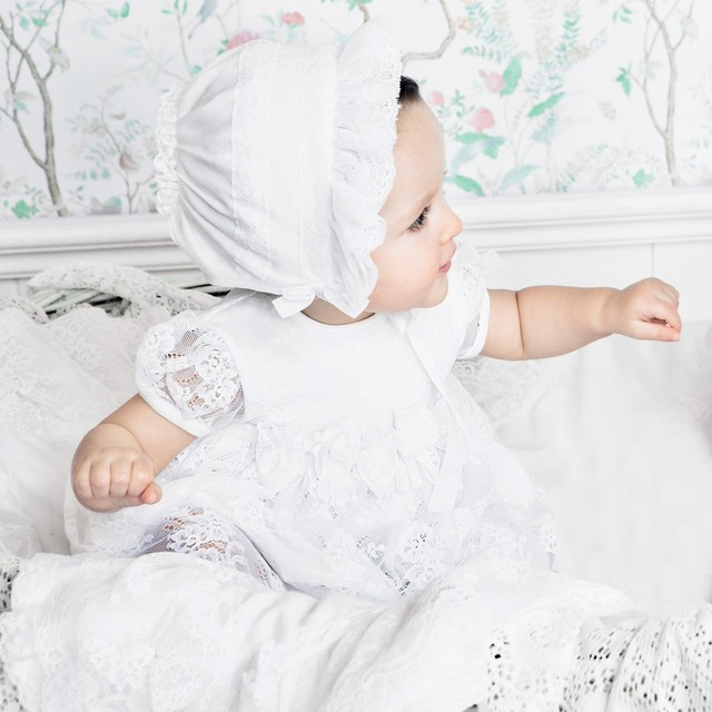 2017 Vintage Baby Girls Christening Gowns Baptism Dresses Toddlers Outfit Cap Sleeves Bonnet New Born Baby Dresses 0-24 M 2017