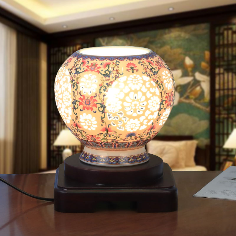 Фото Free Shipping Hand Carved Ivory Color Glazed Chinese Porcelain Ceramic Bedside Table Lamps