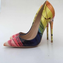 Keshangjia 2018 春夏の女性は、ポインテッドトゥ Shollow 女性の靴薄型ハイヒールの花印刷女性パンプス sh
