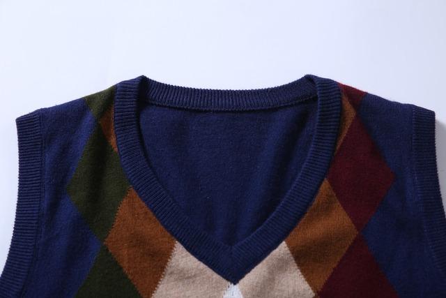 2016 Autumn and winter geometric patterns Men's V-neck sweater vest Men's plaid sleeveless cashmere sweater pullover