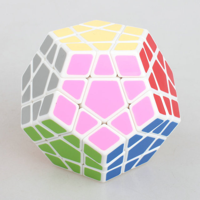 High Quantity Shengshou Megaminx Puzzle Speed Dodecahedron Smooth Magic Cube Color black/white Snake Special Toy Free shipping