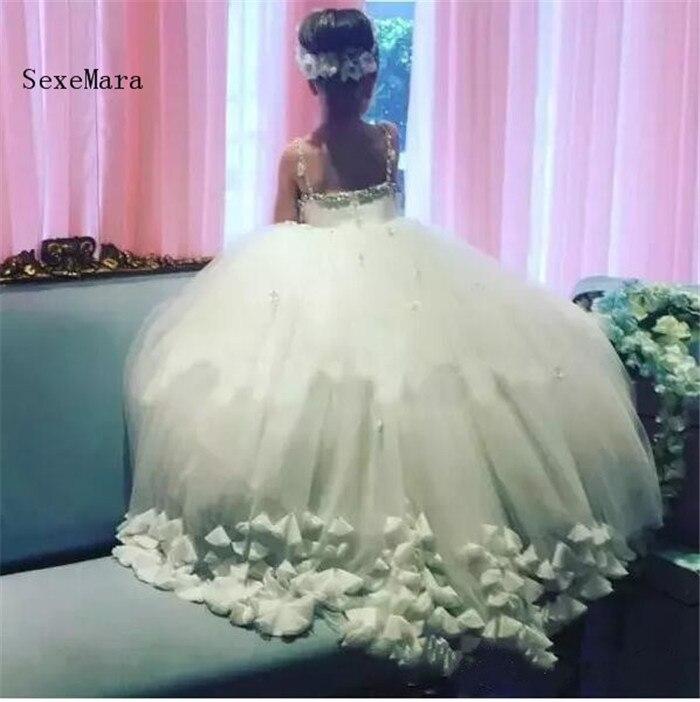 купить Dusty Pink White Flower Girl Dresses For Wedding Crystals Spaghetti Straps Girls Pageant Dress petal Appliques Kids Party Gowns по цене 7241.73 рублей
