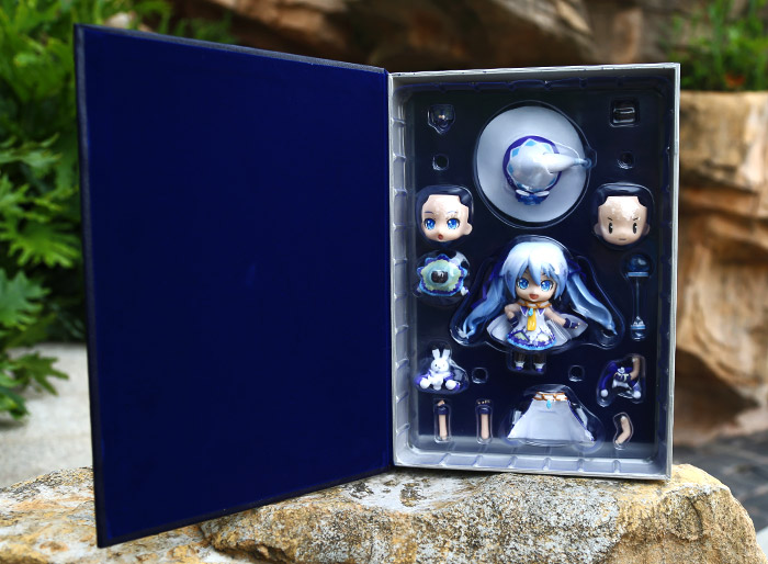 VOCALOID Hatsune Miku Cosplay Snow Miku 11cm/4.3'' Q Version Boxed Face Changing Garage Kit Action Figures Model Toys free shippng fashion vocaloid hatsune miku dark green cosplay wig