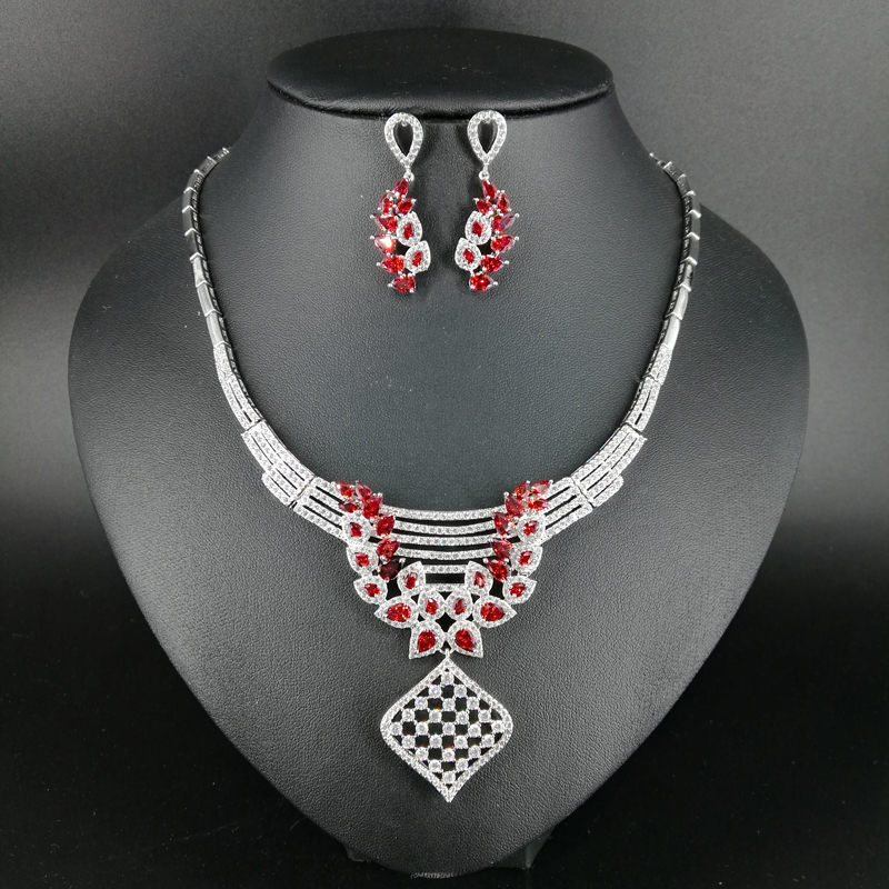 2019 New fashion Hollow square red zircon wedding bride banquet dinner dress necklace earring popular jewelry set free shipping2019 New fashion Hollow square red zircon wedding bride banquet dinner dress necklace earring popular jewelry set free shipping
