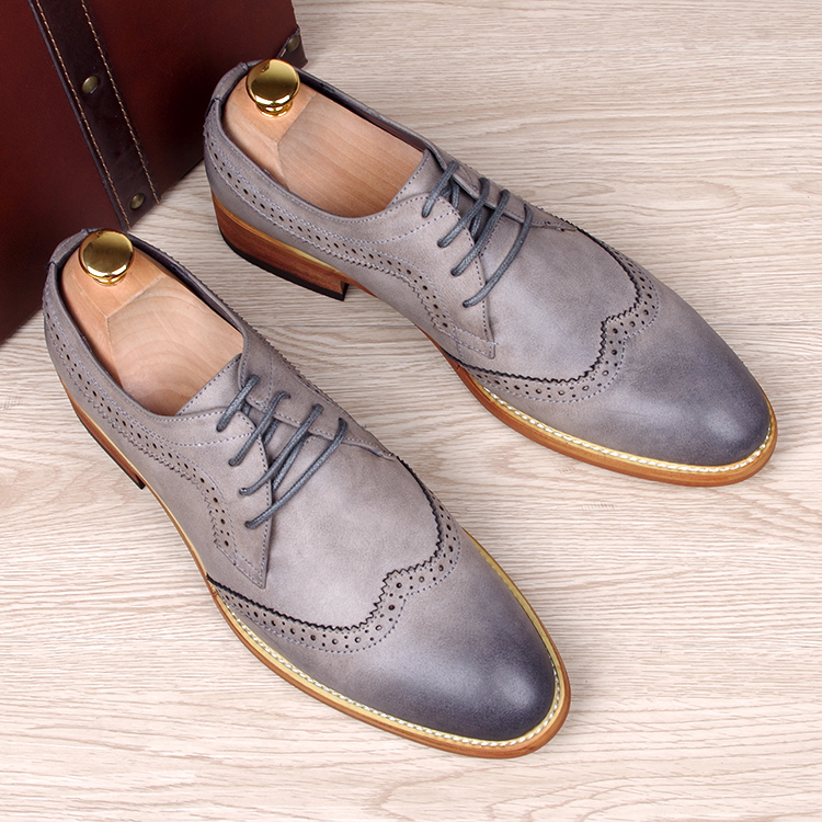 England fashion men breathable business wedding brogue dress cow leather shoes gentleman carved bullock oxfords shoe lace up british fashion men business wedding genuine leather flats brogue shoes lace up carved bullock oxfords shoe italian handmade man