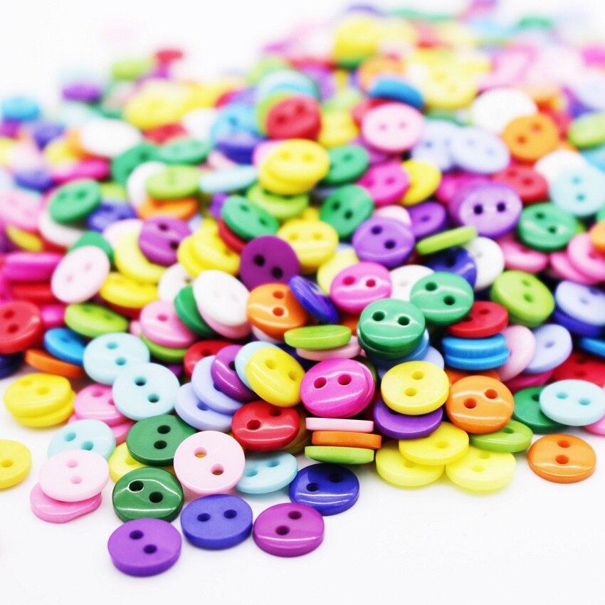 Kissral Botones Costura de Colores DIY Mezclados Botones de Resina con Caja de Pl/ástico para manualidades de Coser Artesan/ía 750 piezas