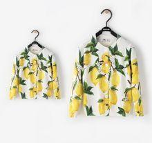 2016 осень Мать и дочь одежда лимон печатных трикотажные девушки свитера детские кардиган девушки куртка семьи сопоставления одежда
