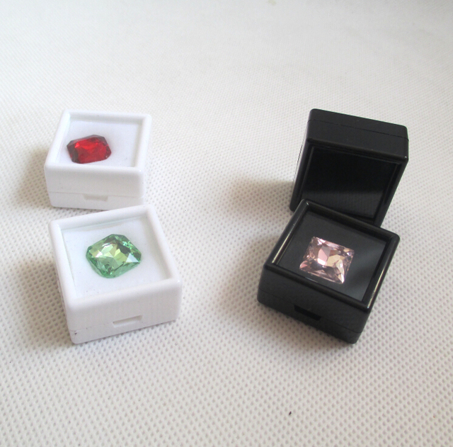 Wholesale 70pcs 33cm Black and White Diamond Display Box