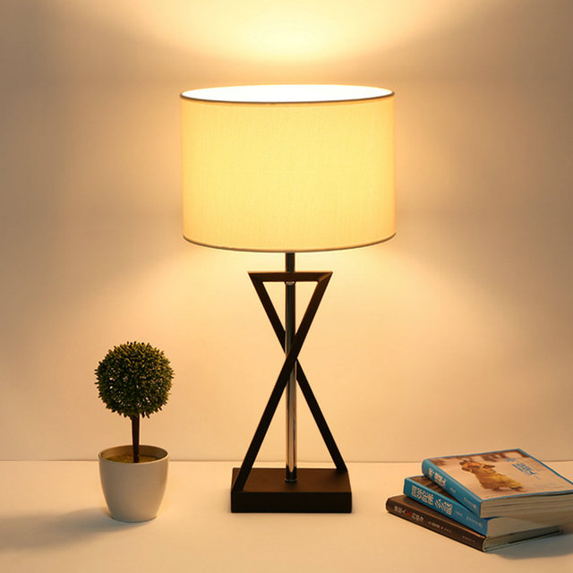 92a396b8f99 Moderna lámpara de mesa decoración del hogar dest luz E27 de la CA 110 V 220