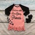 Primavera de los bebés nuevo diseño coral algodón soy una princesa vestidos de la borla de vestido de manga larga con lazo a juego y collar conjunto