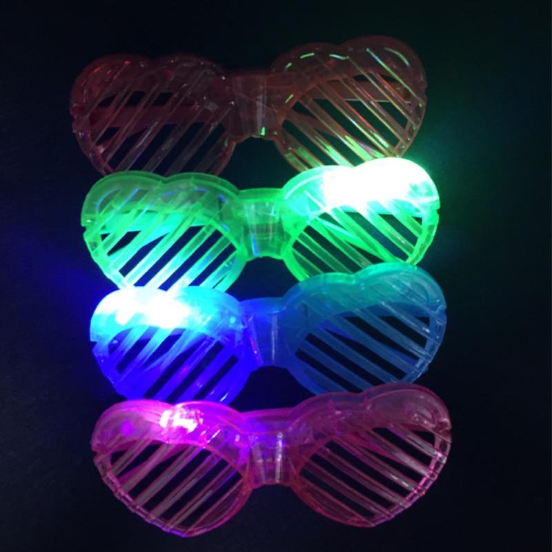 12 pcs LED Clignotant Light Up lunettes en forme de Coeur Costume Party  Lunettes Shades Glow parti Toy cadeau 088ee1ea14d5