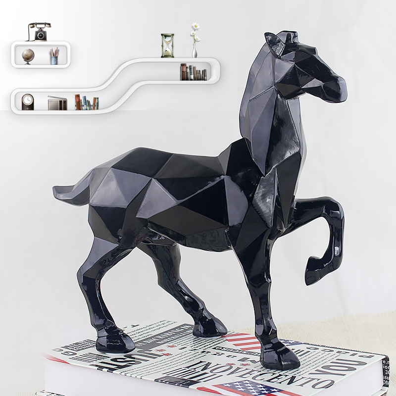 2017 Simple modern home decorations Abstract horse ornaments Resin Crafts Creative living room office desktop decoration 1PCS