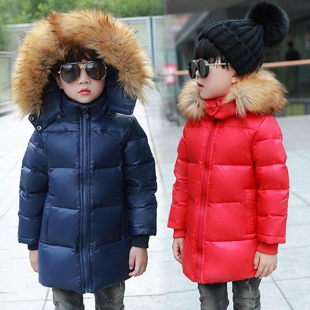 Зимние куртки для мальчиков 2017 модные утепленные мехом с капюшоном Детское пальто Верхняя одежда Теплые Топы Одежда детская одежда