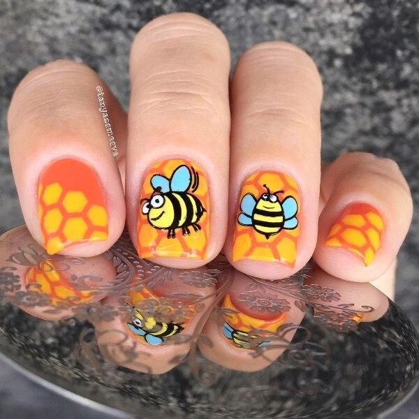 Born Pretty Arabesque Honeybee Flower Design Stamp Nail Round 55cm