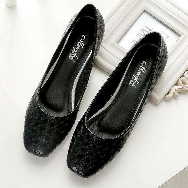 Plus Size 33 43 Women flat shoes fashion Black large size Slip On casual shoes Female