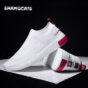 Image 1 - Zapatos blancos de tendencia para hombre, zapatillas ultralivianas para adolescentes, sin calcetines de encaje, tenis masculinos, 2020